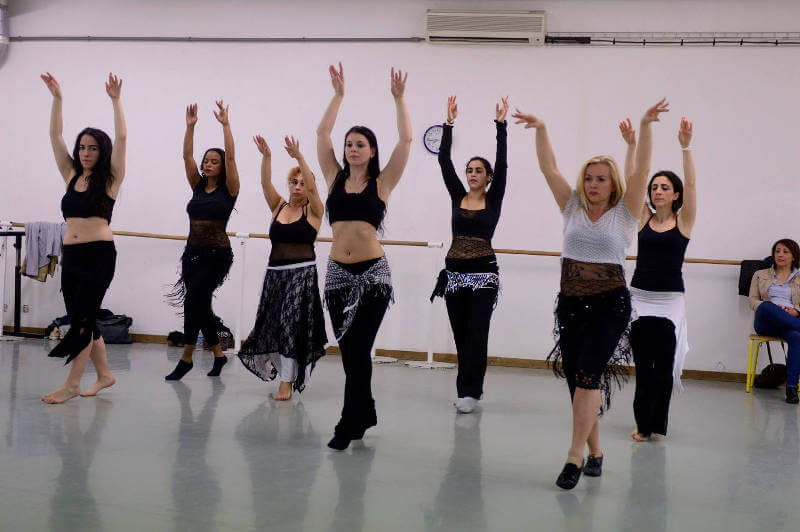 cours de danse orientale d'assia guemra au studio harmonic