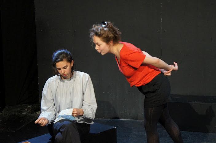 élèves d'un cours de théâtre