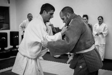 deux combattants amateurs de judo