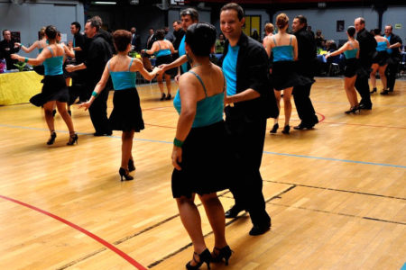 danseurs de salon dans un gymnase