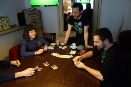 atelier de création de jeu dans un bar à jeux