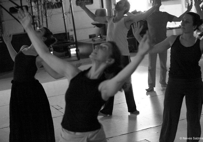 danseurs contemporains amateurs dans un studio