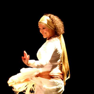 yasmine louati prof de danse orientale