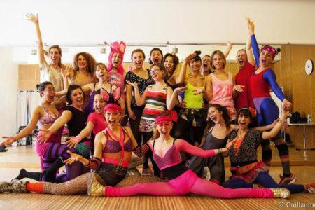 groupe de filles burlesque et d'effeuillage à Paris