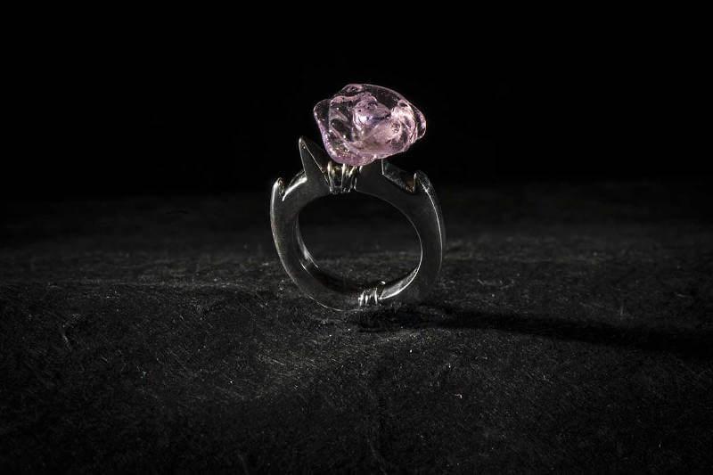 cours de création de bijoux bague en argent et pâte de cristal