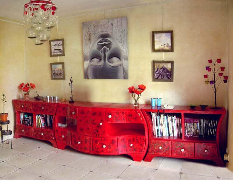 salon avec meubles en carton
