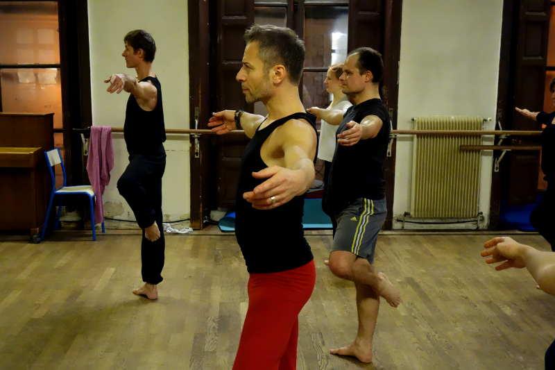 danseurs dans un cours de danse contemporaine