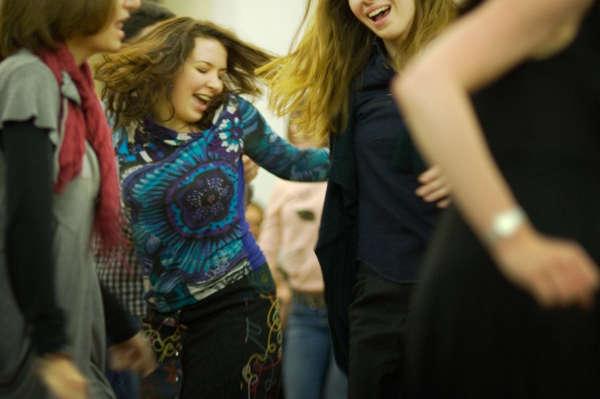 groupe de femmes dansant