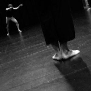 pieds et danseur sur scène
