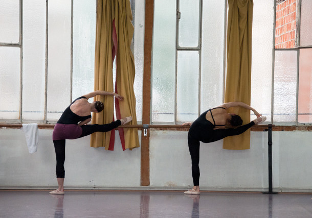 danseuses de classique à la barre