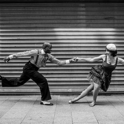 couple de danseurs de lindy hop vintage