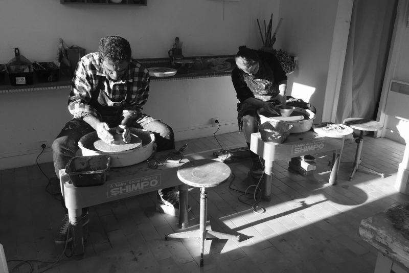 2 potier dans un atelier