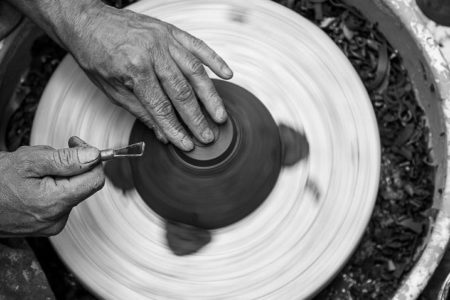 Cours de poterie : l'école du geste