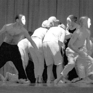 danseurs avec masque dans un stage de danse japonaise