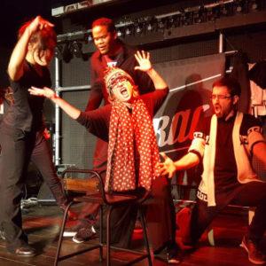 improvisateurs de comédie musicale sur scène