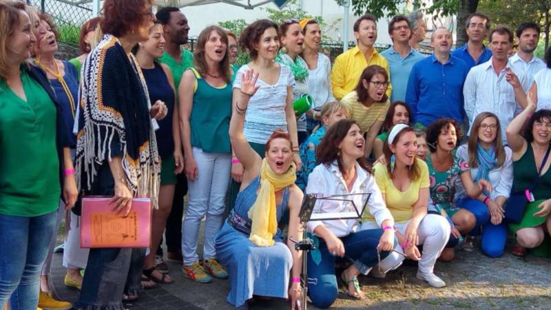 chorale chantant en extérieur