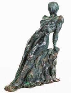 sculpture de femme patinée
