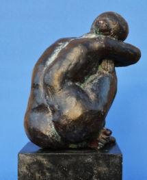 sculpture de femme nue de dos