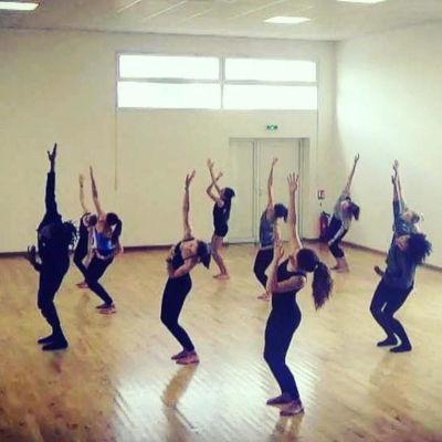 danseurs de modern jazz dans studio