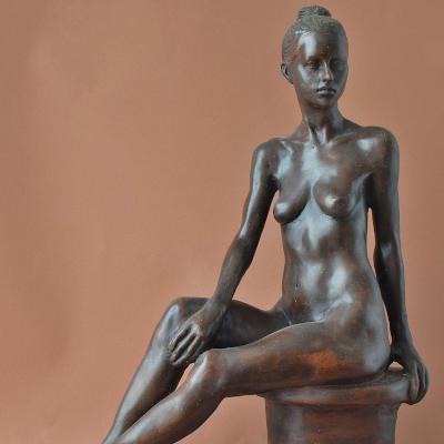 sculpture de femme nue