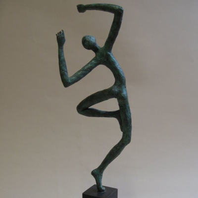 sculpture personnage allongé