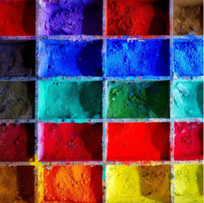 carrés de poudres de différentes couleurs